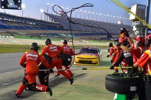 Michael Annett, JR Motorsports, Chevrolet Camaro TMC pit stop