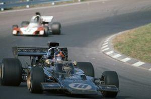 Emerson Fittipaldi, Lotus 72D, Andrea de Adamich, Surtees TS9B