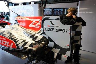 Hispania Racing F1 Team HRT F111 ai box, GP d'Australia del 2011
