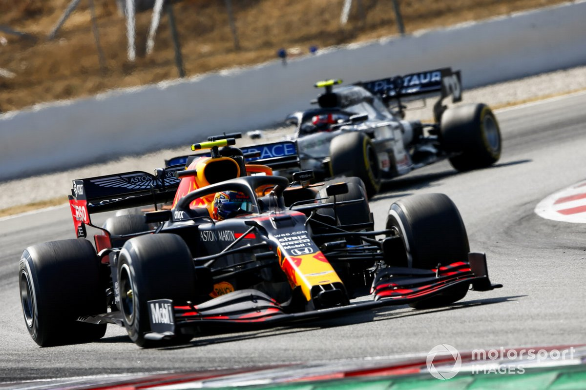 Alex Albon, Red Bull Racing RB16,Carlos Sainz Jr., McLaren MCL35, Pierre Gasly, AlphaTauri AT01