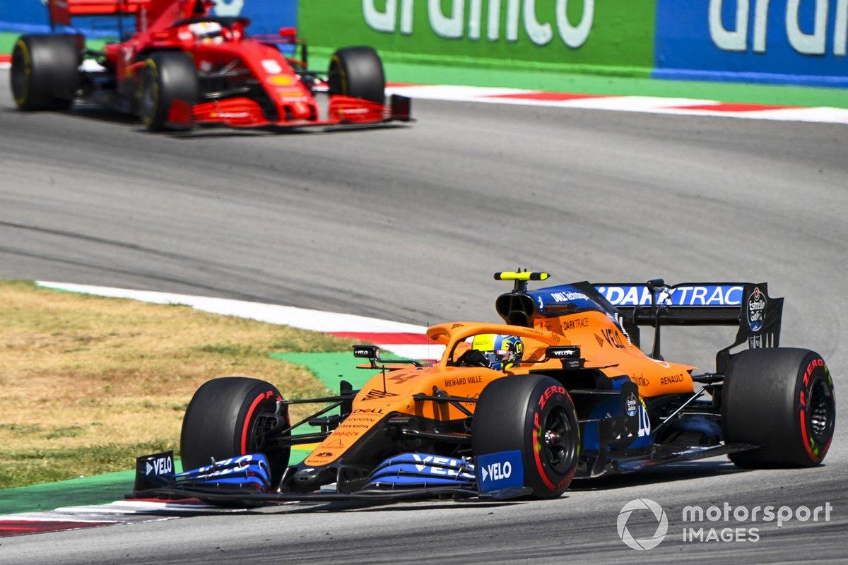 Lando Norris, McLaren MCL35, precede Sebastian Vettel, Ferrari SF1000