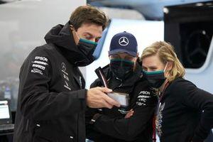 Toto Wolff, Executive Director (Business), Mercedes AMG e Valtteri Bottas, Mercedes-AMG Petronas F1