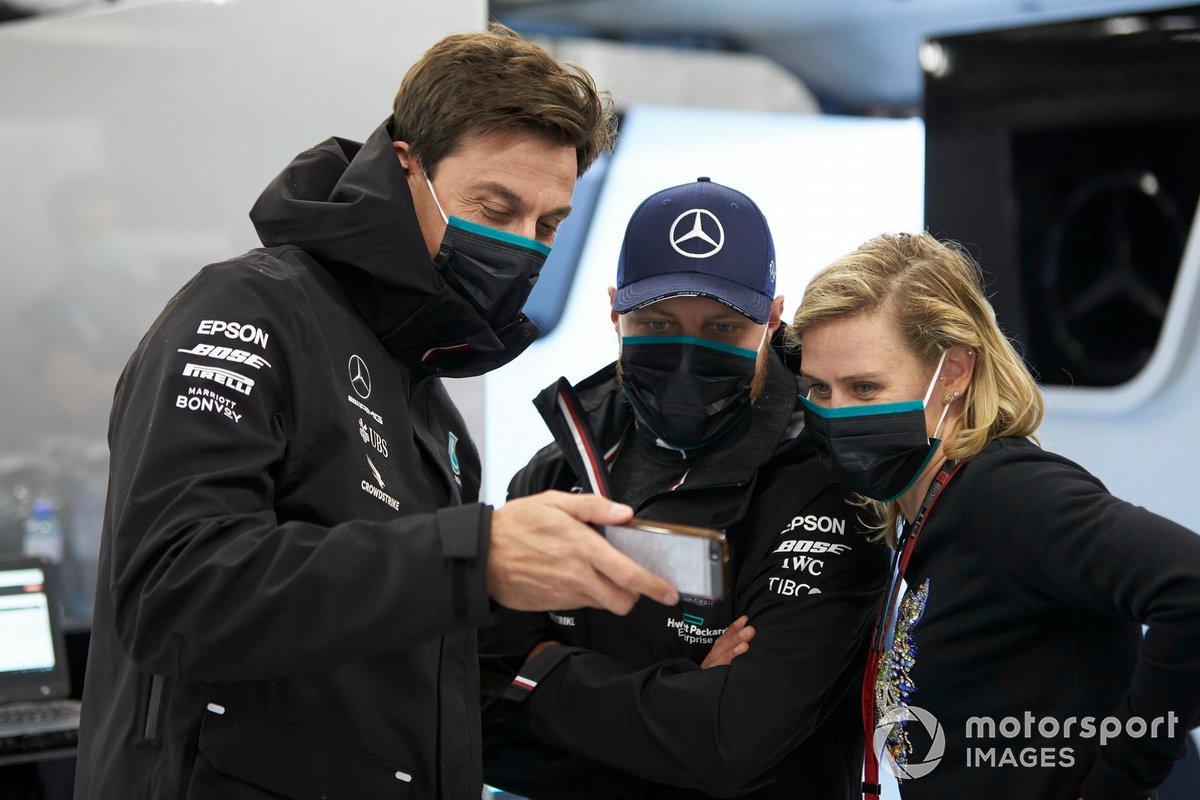 Toto Wolff, Director Ejecutivo, Mercedes AMG y Valtteri Bottas, Mercedes-AMG Petronas F1