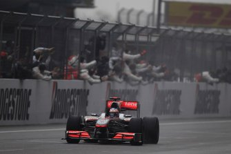 Race winner Jenson Button, McLaren MP4-25 Mercedes