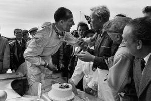Stirling Moss, Mercedes-Benz 300SLR with Mike Hawthorn eats Stirling Moss's birthday cake after the race