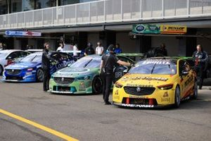 Supercars in der Boxengasse in Eastern Creek