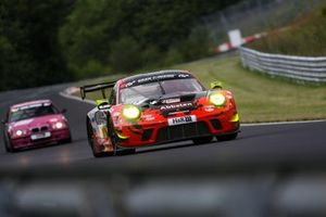 #30 Frikadelli Racing Team Porsche GT3 R: Klaus Abbelen, Lance David Arnold, Alex Müller