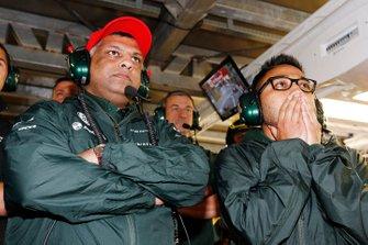 Tony Fernandes, Co-Presidente del Grupo Caterham y Riad Asmat, Director Ejecutivo de Caterham F1