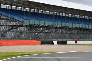 A tyre barrier is added following the Daniil Kvyat, AlphaTauri, accident