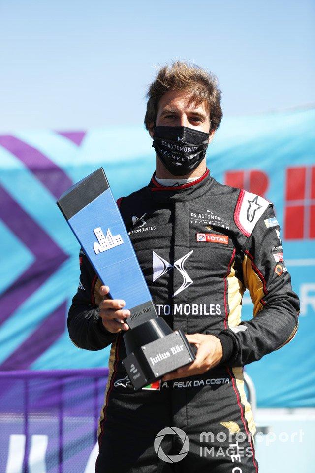 Antonio Felix da Costa, DS Techeetah, celebra su pole position