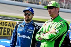 Ricky Stenhouse Jr., Roush Fenway Racing, Ford Mustang Fastenal and Kyle Busch, Joe Gibbs Racing, Toyota Camry Interstate Batteries