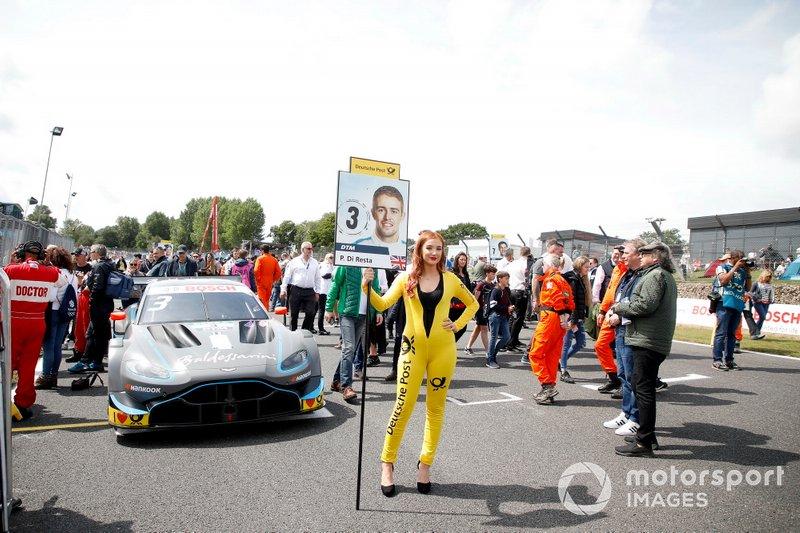 Grid girl Paul Di Resta, R-Motorsport