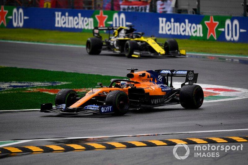Carlos Sainz Jr., McLaren MCL34, Nico Hulkenberg, Renault F1 Team R.S. 19