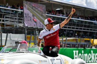 Kimi Raikkonen, Alfa Romeo Racing, tijdens de rijdersparade