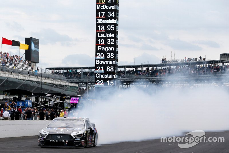 Ganador Kevin Harvick, Stewart-Haas Racing, Ford Mustang Mobil 1