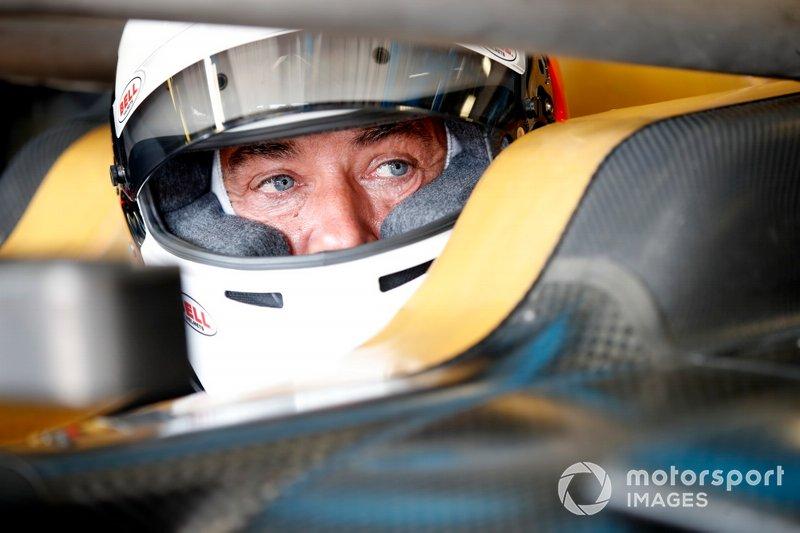 Jean Alesi testa i nuovi pneumatici della Pirelli da 18 inch per la prossima stagione in F2