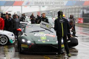 #158 Aston Martin Vantage AMR GT4: Marco Müller, David Thilenius