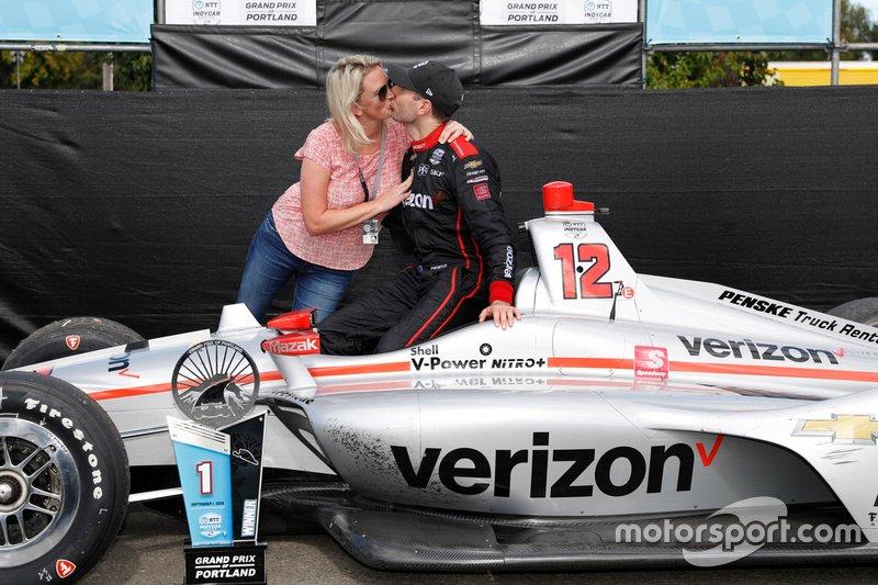 Winnaar Will Power, Team Penske Chevrolet met vrouw Liz