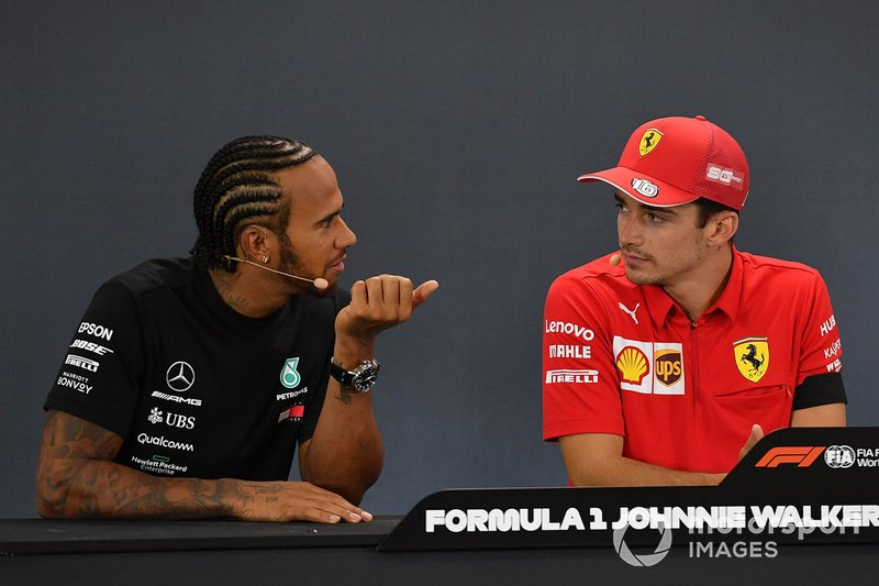 Lewis Hamilton, Mercedes AMG F1, secondo classificato, e Charles Leclerc, Ferrari, primo classificato, alla conferenza stampa