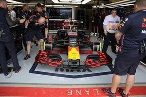 La Red Bull Racing RB15 di Max Verstappen, nel garage