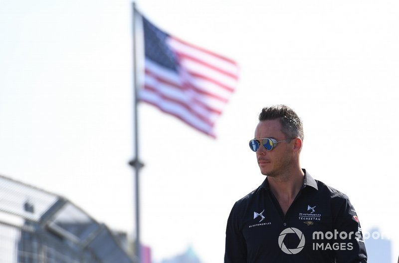 Andre Lotterer, DS TECHEETAH, on a track walk