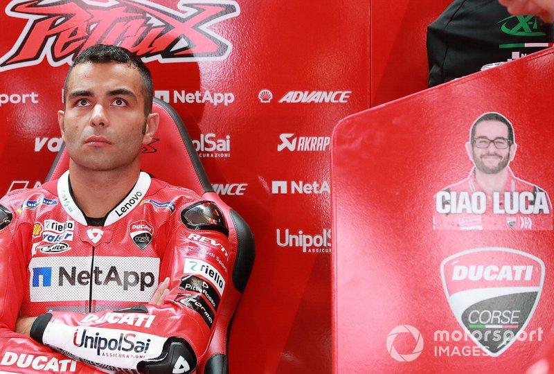 Danilo Petrucci, Ducati Team, accanto all'adesivo 'Ciao Luca'