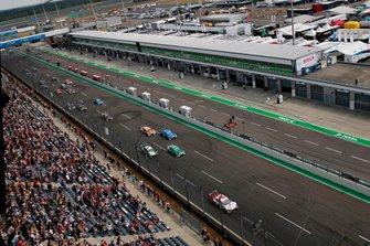 Start der DTM 2019 auf dem Lausitzring: René Rast, Audi Sport Team Rosberg, Audi RS 5 DTM, führt
