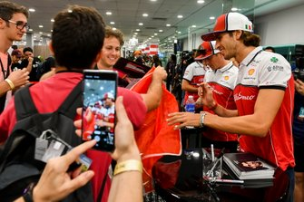 Antonio Giovinazzi, Alfa Romeo Racing and Kimi Raikkonen, Alfa Romeo Racing sign autographs for fans