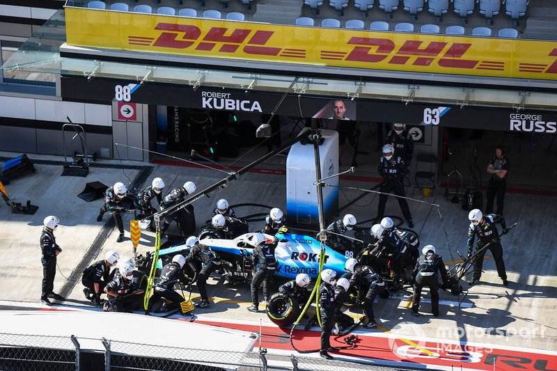 Robert Kubica, Williams FW42, fa un pit stop