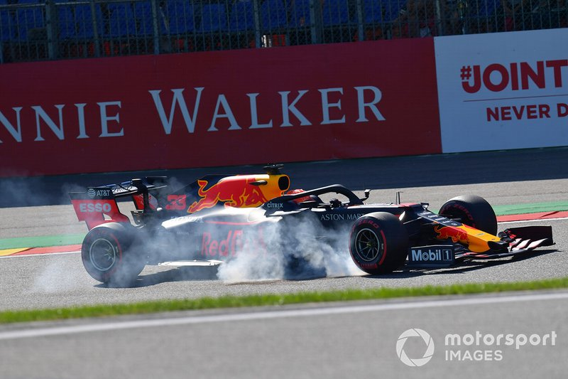 Max Verstappen, Red Bull Racing RB15, va al bloccaggio alla Bus Stop