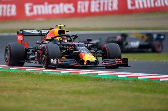 Alex Albon, Red Bull RB15, leadsKevin Magnussen, Haas F1 Team VF-19