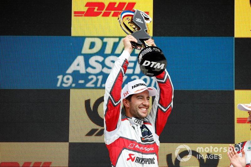 Podium: Race winner Mike Rockenfeller, Audi Sport Team Phoenix