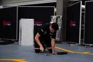 Un miembro de Haas en Singapur