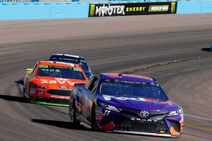 Denny Hamlin, Joe Gibbs Racing, Toyota Camry FedEx Ground and Clint Bowyer, Stewart-Haas Racing, Ford Fusion ITsavvy