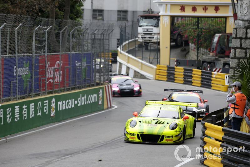 #911 Manthey-Racing Porsche 911 GT3 R: Laurens Vanthoor