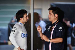 Sergio Perez, Racing Point Force India et Jun Matsuzaki, ingénieur pneumatique Force India F1 Team