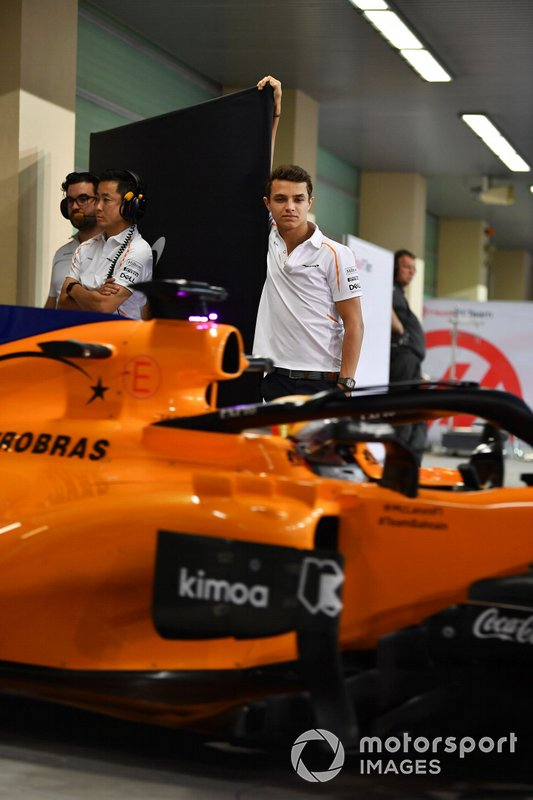 Lando Norris, McLaren and Carlos Sainz Jr., McLaren MCL33