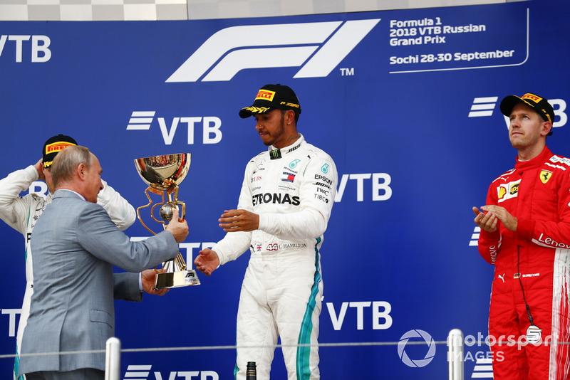 Vladimir Putin, Rusya Başkanı ve Yarış galibi Lewis Hamilton, Mercedes AMG F1