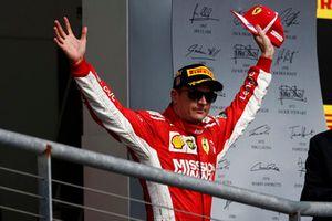 Kimi Raikkonen, Ferrari, 1° classificato, arriva sul podio