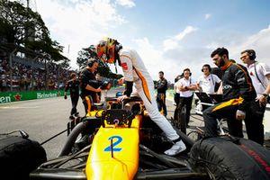 Stoffel Vandoorne, McLaren, sale sulla sua monoposto