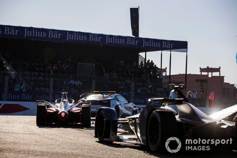 La voiture de sécurité devant Jérôme d'Ambrosio, Mahindra Racing, M5 Electro, Robin Frijns, Envision Virgin Racing, Audi e-tron FE05