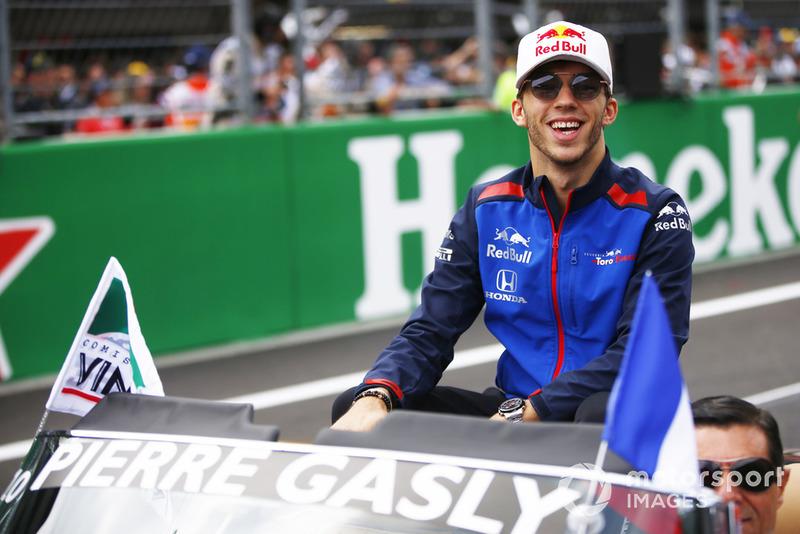 Pierre Gasly, Scuderia Toro Rosso, en el desfile de pilotos
