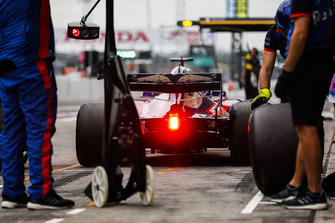 Brendon Hartley, Toro Rosso STR13, quitte les stands