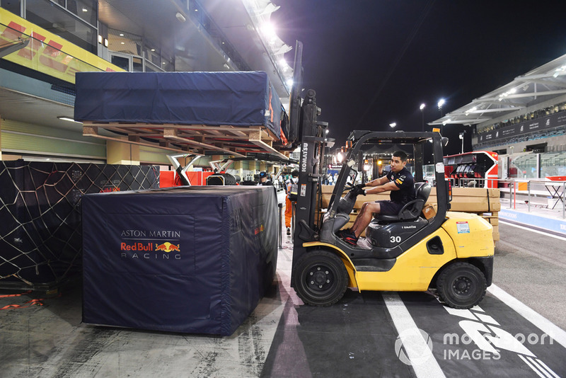Red Bull Racing montacargas y carga