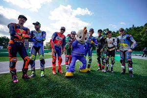Pilotos durante la carrera de minimotos