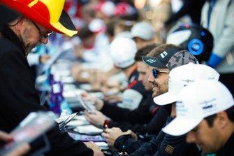 Gary Paffett, HWA Racelab, signs an autograph