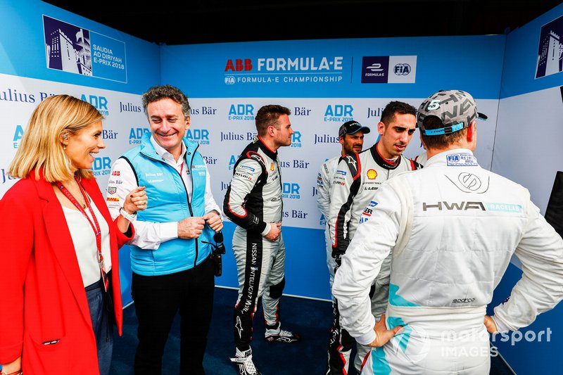 TV Presenter Nicki Shields chats with Alejandro Agag, CEO, Formula E as Oliver Rowland, Nissan e.Dams, Gary Paffett, HWA Racelab, Sébastien Buemi, Nissan e.Dams, Stoffel Vandoorne, HWA Racelab monitor the qualifying times