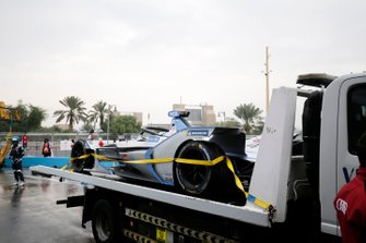 The damaged car of Edoardo Mortara, Venturi Formula E, Venturi VFE05, is returned to the pits