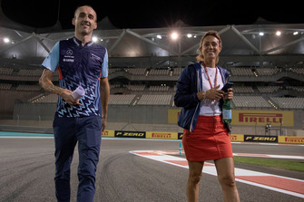Robert Kubica, Williams parcourt la piste à pied