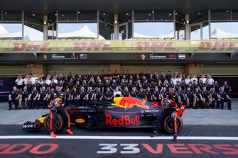 Daniel Ricciardo, Red Bull Racing en Max Verstappen, Red Bull Racing tijdens de Red Bull Racing teamfoto